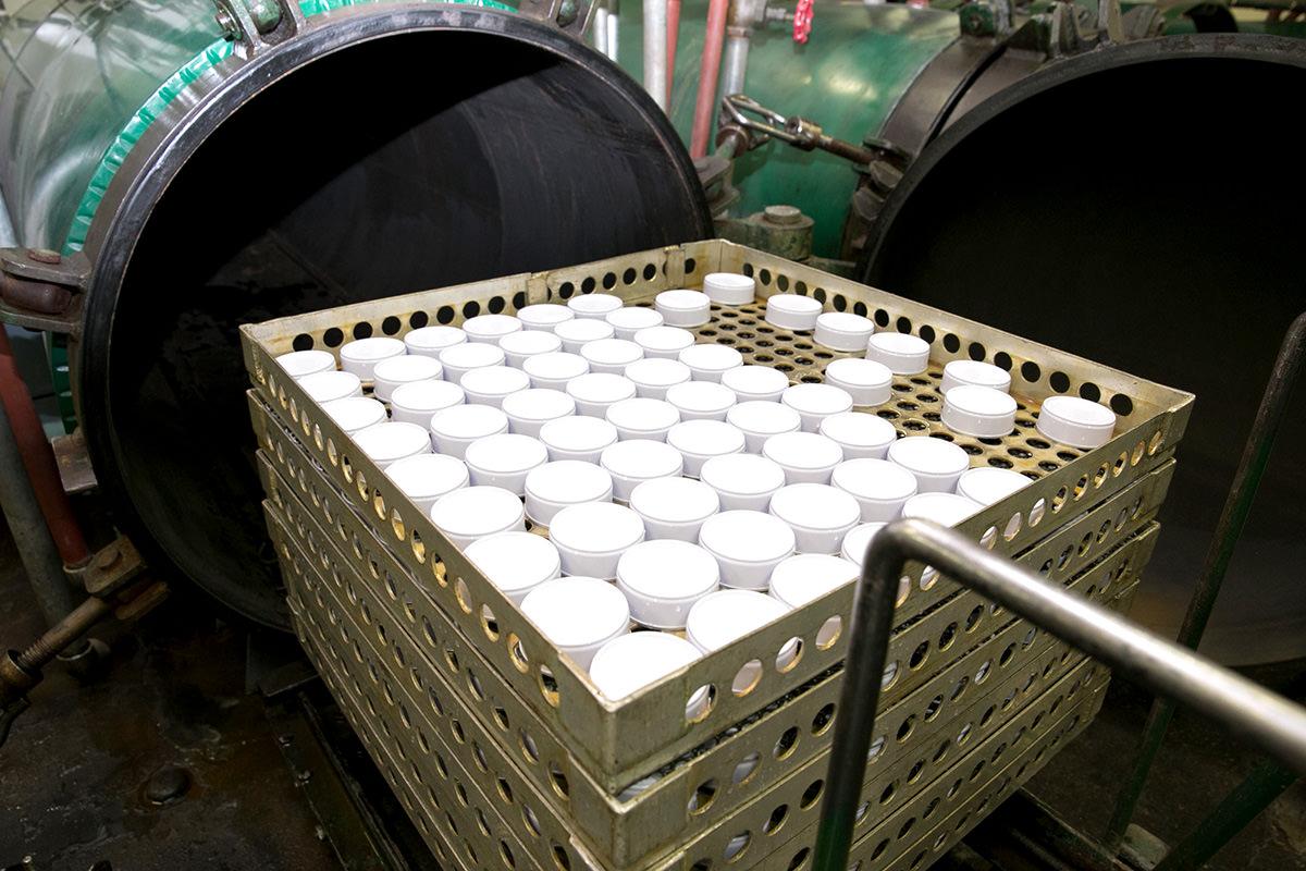 缶ごと加熱殺菌。缶詰ならではの重要工程です