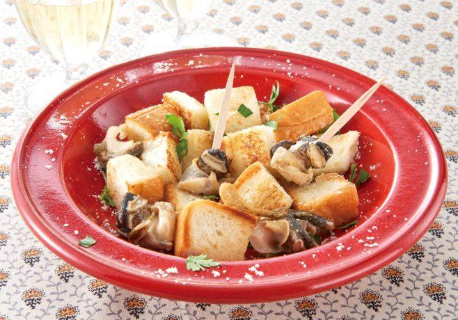 つぶ貝の白ワイン蒸しパンバター焼き