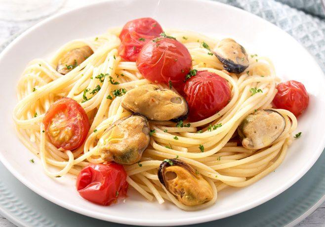 ムール貝とミニトマトのペペロンチーノ